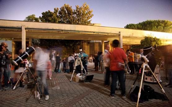Serata pubblica dell'Accademia delle Stelle con i telescopi
