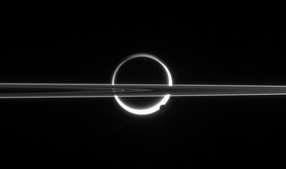 Saturn_s_past_and_present_moons_article_mob