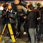 Con una decina di strumenti a disposizione, le file ai telescopi per fortuna sono brevi... Ma ci sono tanti oggetti da osservare!