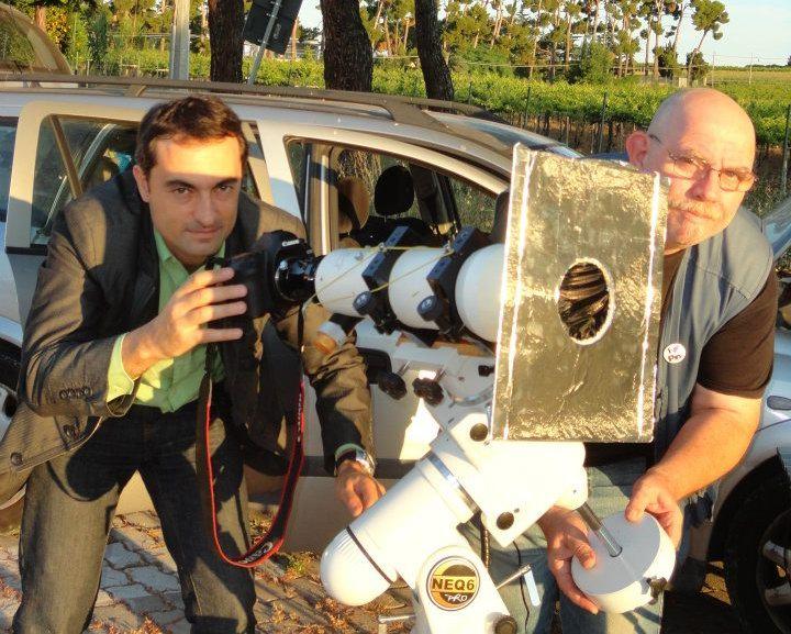 """Il Sole è ormai troppo alto per continuare le riprese senza filtro. Bisogna tornare alla macchina, dove Daniele ha iniziato a preparare il """"campo astronomico"""", e piazzare i telescopi sulle montature."""