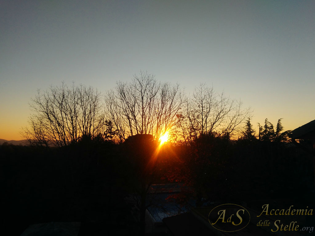 Il cielo cristallino del tramonto: si prepara un'altra notte di osservazioni!