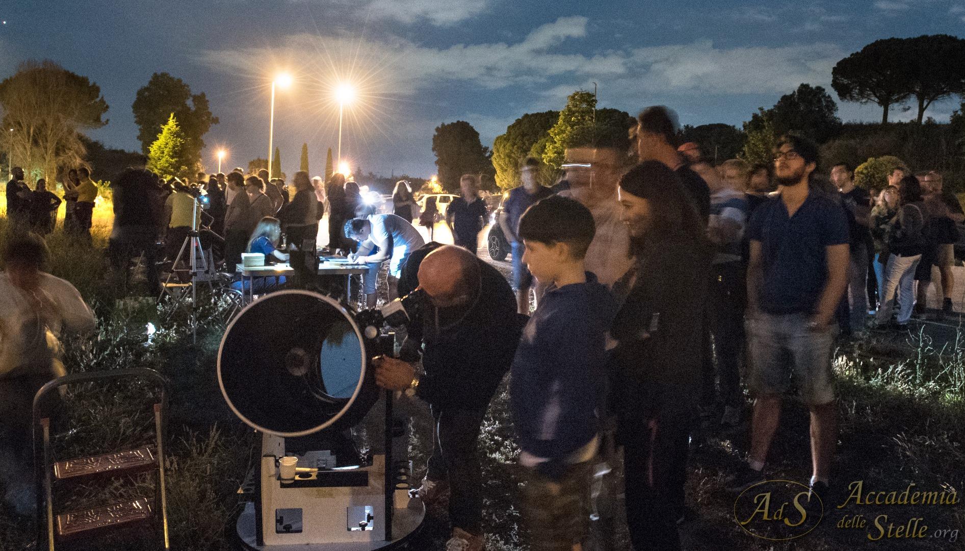 In attesa di osservare Saturno in visione binoculare attraverso un grande telescopio