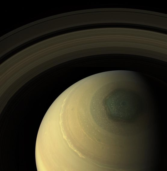 Saturno-esagono